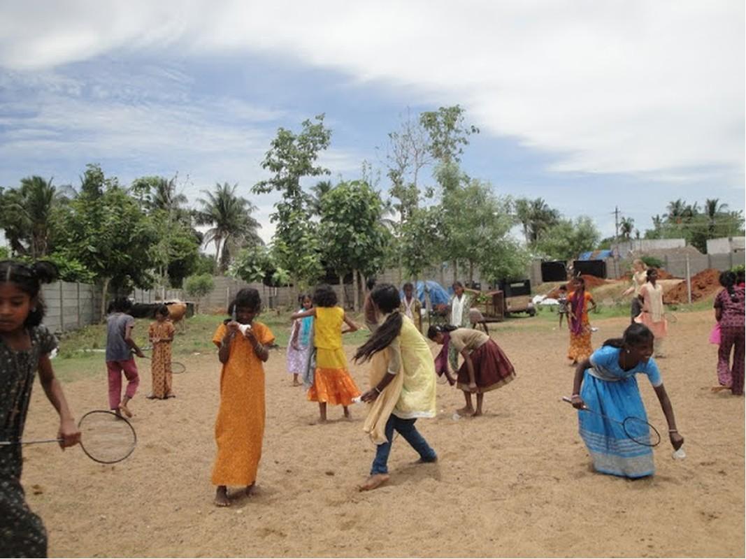 Die Mädchen aus Karunai in Indien beim Spielen