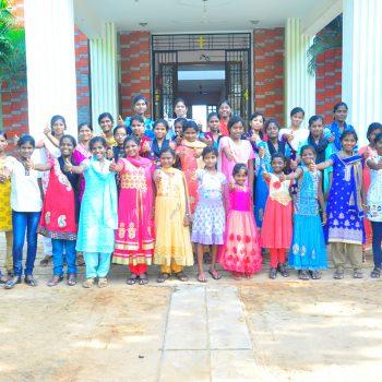 Die Waisenmädchen aus Karunai im Dezember 2017